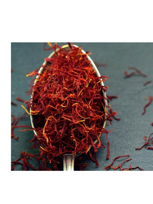 Κόκκινος Κρόκος Κοζάνης σε νηματίδια μέσα σε κουτάλι