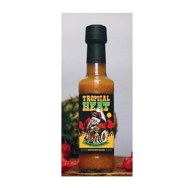 Sauce Ανανά με Καυτερή Πιπεριά σε μπουκαλάκι, πάνω σε επιφάνεια.